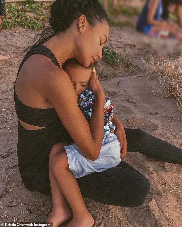 Rendre hommage: Kristin Chenweth a rendu hommage à Naya avec une photo de la star et de son fils, ainsi que la légende: «Merci pour ce que vous avez donné au monde.  Je t'aime'