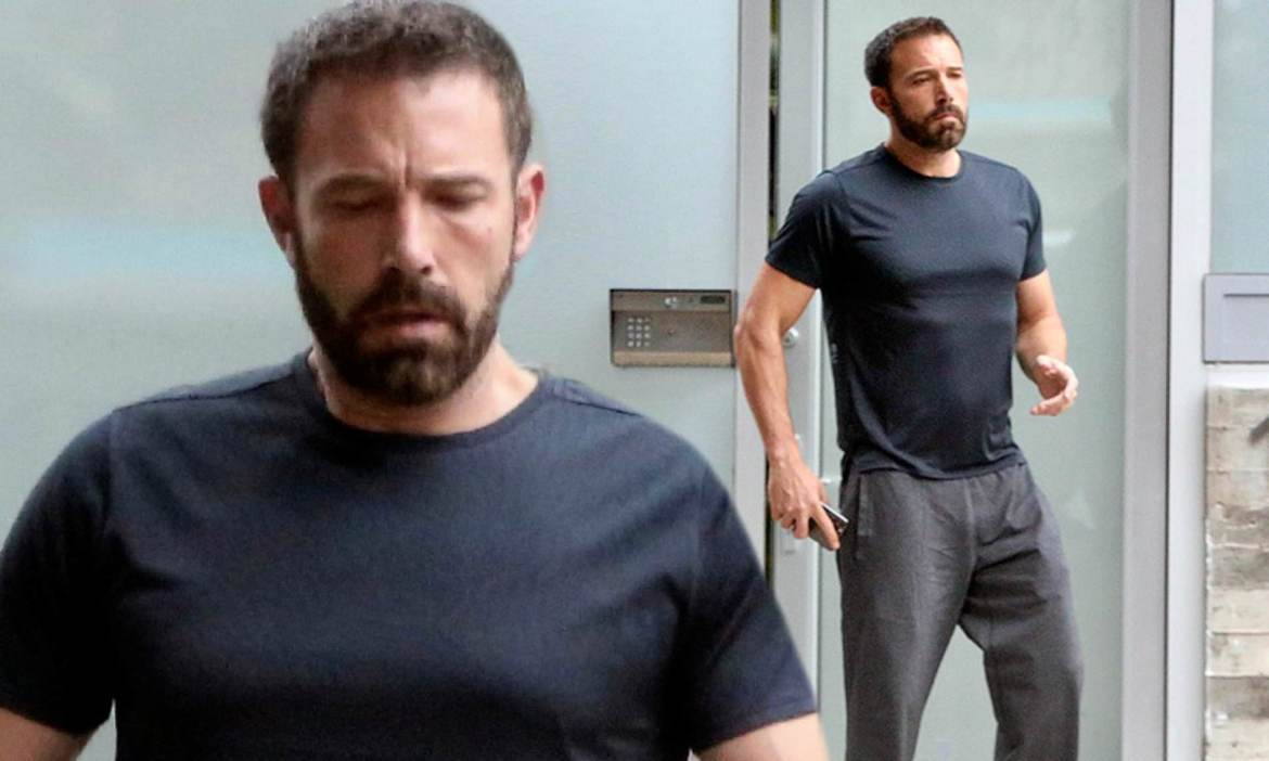 Ben Affleck looks in great shape with chiseled abs and bulging biceps at  his West LA office | Daily Mail Online