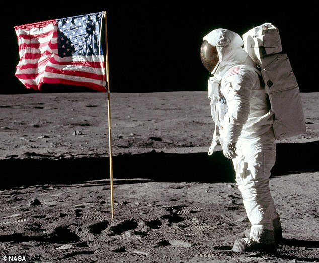 Richard Linklater to direct the animated Netflix film Apollo 10 1 ...