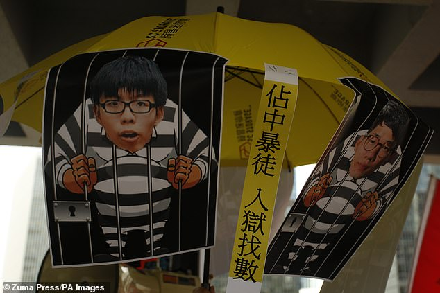 Political activist, he was pushed to leave by the threat of imprisonment of the Chinese government which imposed on July 1 a new draconian security law on the city whose democratic liberties he will defend until his last breath. Cartoons mocking activists Joshua Wong and Nathan Law were seen in Hong Kong High Court in 2017
