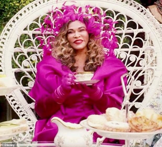 Grandeur: When Beyoncé gained fame in the girl group Destiny's Child, she was managed by her father Matthew Knowles and Tina made her costumes