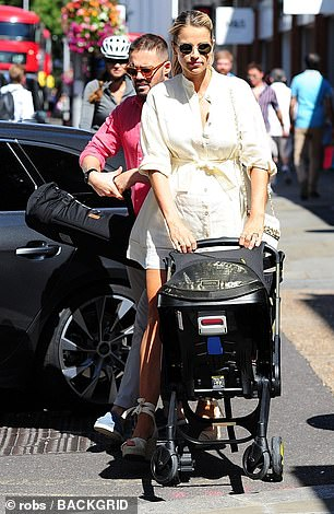 Gorgeous: Vogue looked as stylish as ever just two weeks after giving birth to her daughter