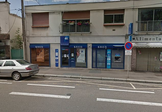 The situation at the BRED bank, on Boulevard de Strasbourge, is ongoing