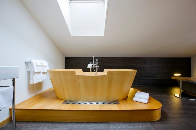 The 30 rooms and suites are all unnumbered, apparently to 'enhance the homey mountain lodge feel'. Some come with mighty freestanding wooden tubs