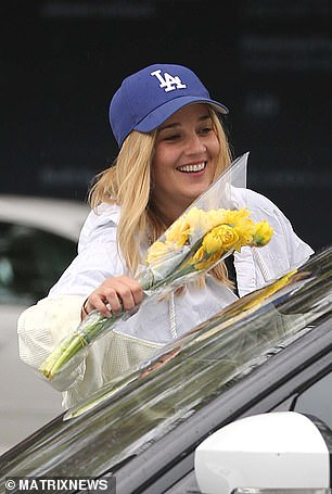 Fancy that!The girls returned to Jasmine's car and found a small bouquet of daffodils on her windscreen