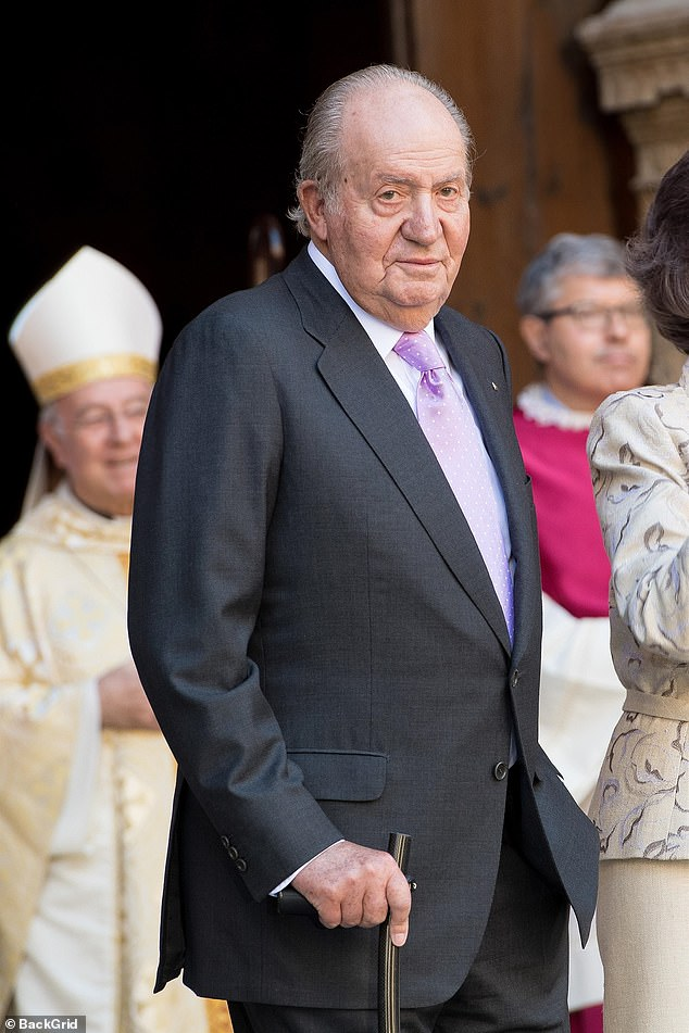 On Monday, the Spanish Royal House announced that King Emeritus Juan Carlos had announced his decision to move abroad so as not to interfere with the image of the Spanish monarchy due to his alleged involvement in an investigation into an offshore account .