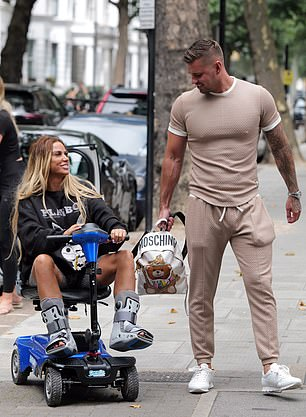 Nasty injury: For her appointment, the reality star looked stylish
