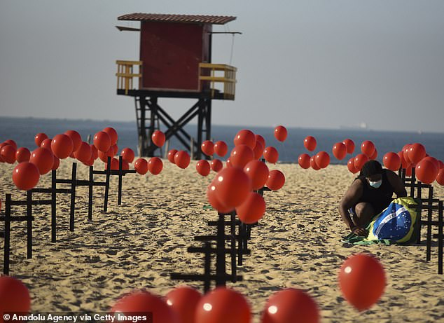 In a tribute to Covid-19 victims, the non-governmental group Rio de Paz placed crosses and a thousand red balloons on the sand on the famed Copacabana beach today