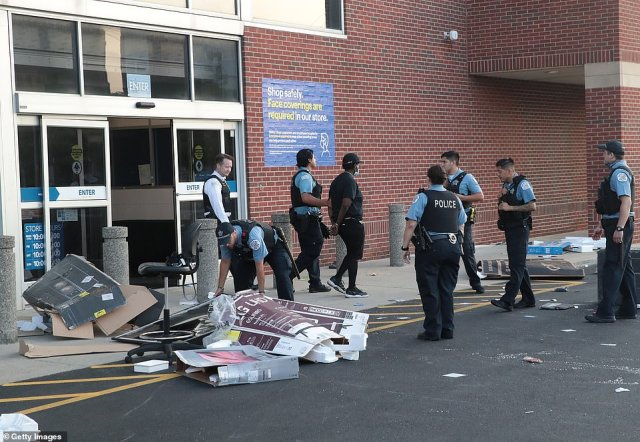 Cops at a Best Buy in Chicago on Monday morning, arresting people accused of looting the store, as chaos unfolded across the city