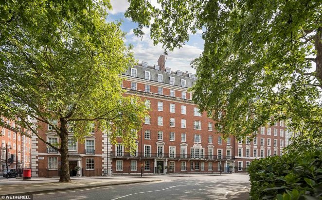 The apartment building at 47 Grosvenor Square has a ground floor entrance foyer with two passenger lifts and 24-hour uniformed porterage