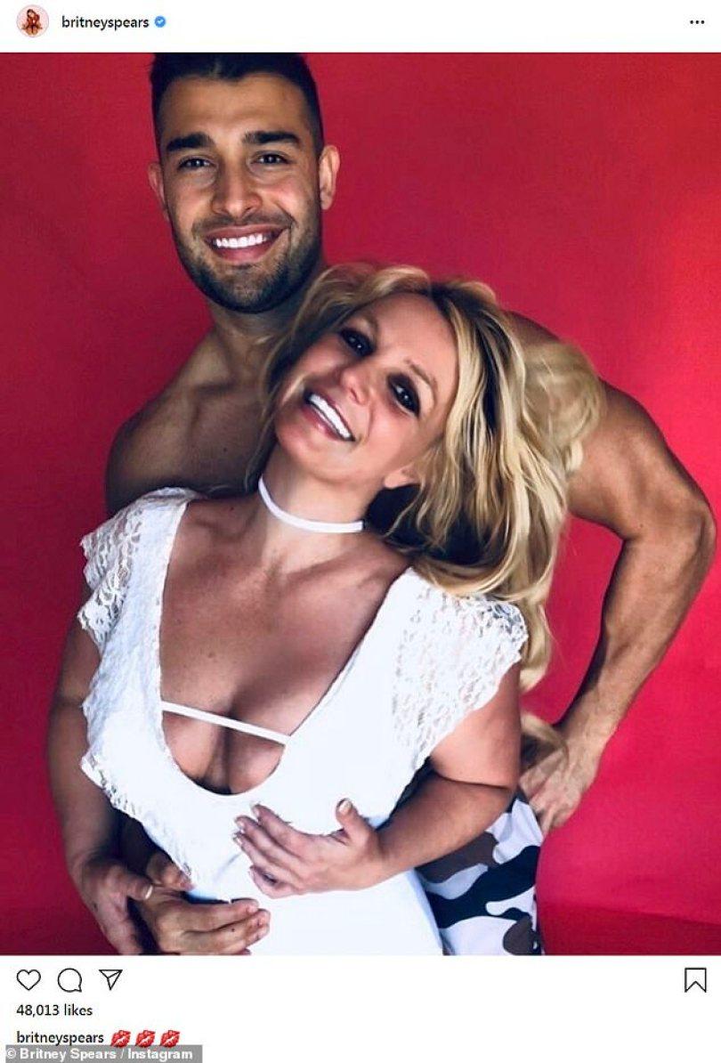 Último romance: Há dois anos, Britney, 28, está em um relacionamento com o preparador físico Sam Asghari, 26, que mora com ela em sua mansão em Thousand Oaks, ao norte de Los Angeles
