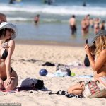 Thousands flock to Sydney's main beaches despite a COVID-19 outbreak threatening to explode in CBD