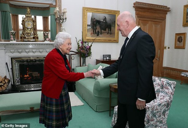 The Queen is photographed welcoming the Governor-General of Australia to the palace in 2017