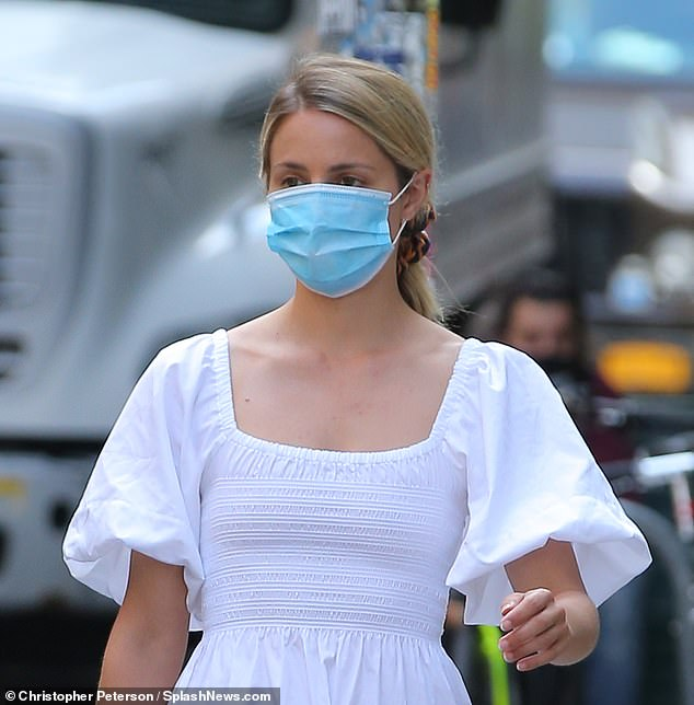 Mandatory in public: The 34-year-old SAG Award winner made sure to protect herself and others from the coronavirus by wearing a surgical mask