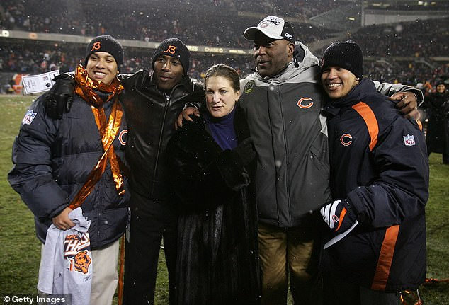 ead coach Lovie Smith of the Chicago Bears poses for a photo with his wife MaryAnne and three sons Mikal, Matthew and Miles after the Bears 39-14 win against the New Orleans Saints in the NFC Championship Game January 21, 2007 at Soldier Field in Chicago, Illinois