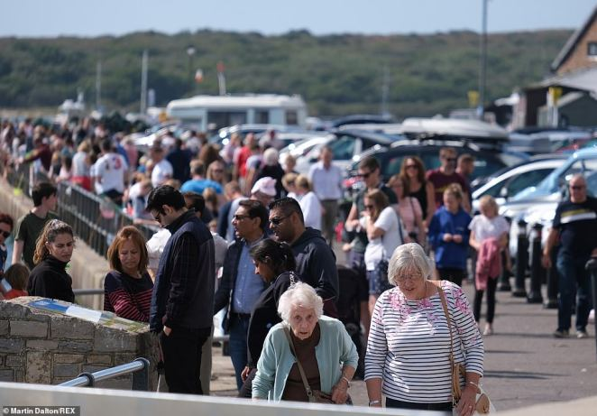 Hundreds of people arrived to Mudeford in Dorset today as warmer spells began to make their way across the country again
