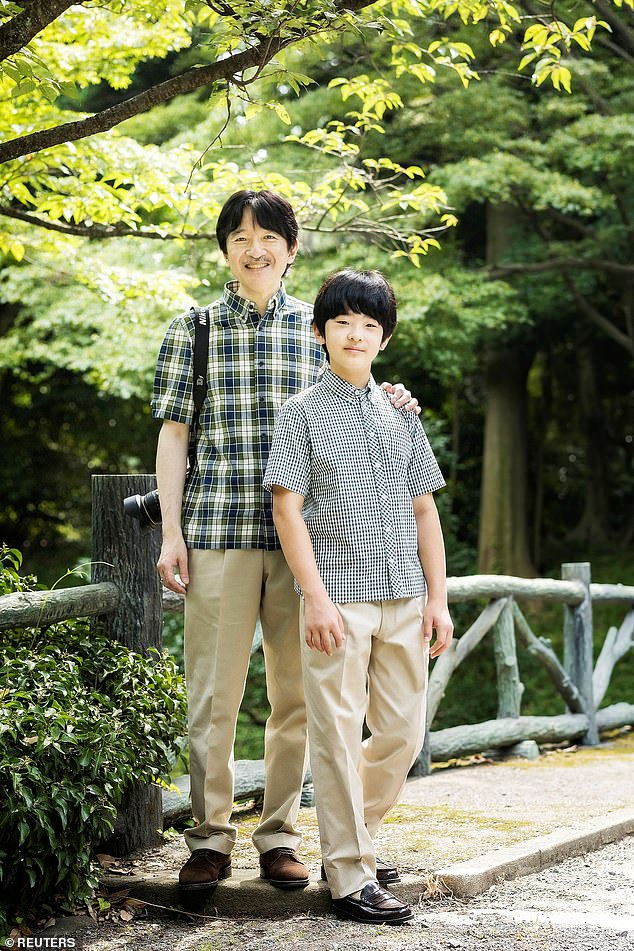 Pand Prince Hisahito posed Nahurito does not have a son, but a daughter, Princess Aiko, who turned 18 in December ogether for the official pictures during their photography session