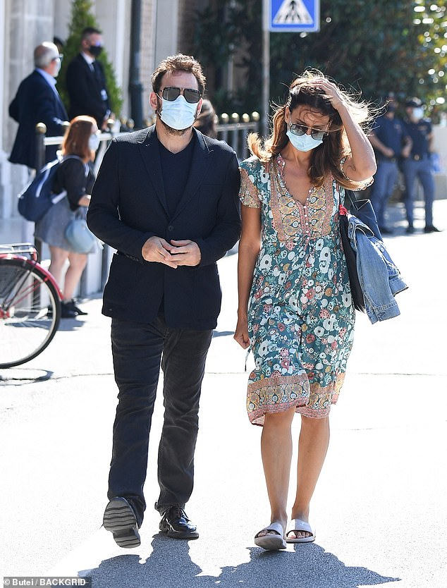 Coupled up:She ambled along next to Matt in white sandals and clutched a blue purse