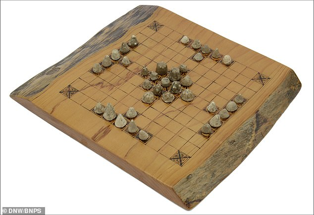 Each piece moves in a straight line similar to the castle in chess and an opponent's piece is removed from the board when enemy occupies two squares on either side