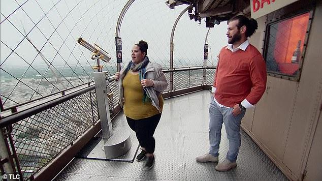 У них всегда будет Париж: зрители TLC были ошеломлены, увидев, как Северино романтически делает предложение Тору на вершине Эйфелевой башни в Париже 9 октября - через шесть месяцев после того, как они подтвердили свои отношения.
