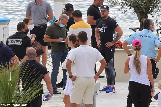 Several gendarmes appeared on the quai d'honneur on Friday morning and spoke to the UFC star