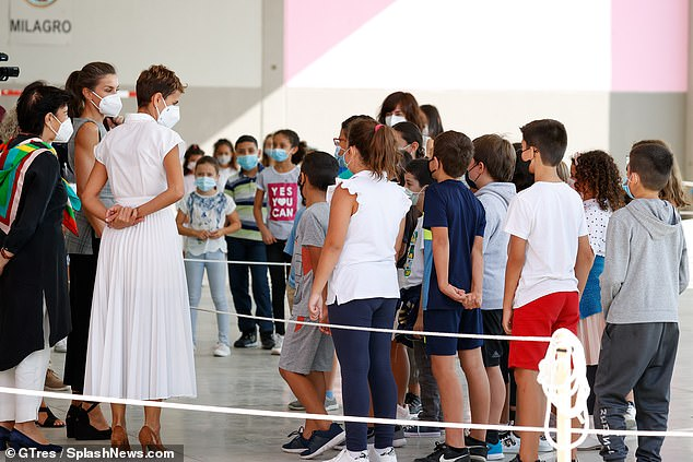 The Spanish Queen addressed the students who had been awaiting her visit in the Navarra school, today