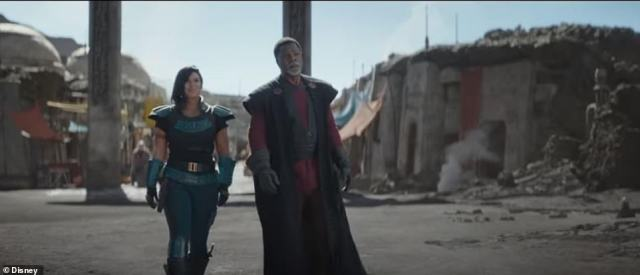 Some familiar faces:Gina Carano as Cara Dune andCarl Weathers as Greef Karga are also spotted briefly