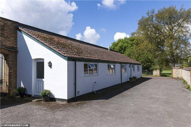 The appropriately named Applebee is a converted former apple store providing excellent ancillary or staff accommodation, complete with a reception room, kitchen, bedroom and bathroom