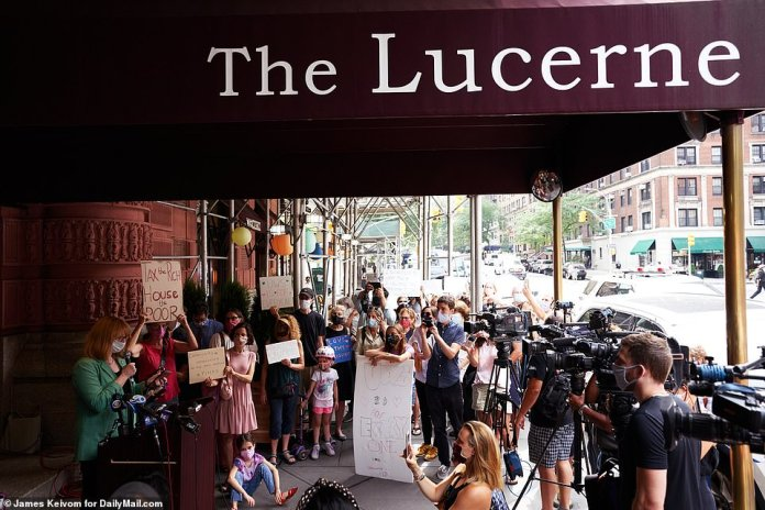 Last week, Upper West Side residents and supporters of UWS Open Hearts Initiative gathered at a news conference in front of the Lucerne Hotel in support of the homeless who are currently being housed there