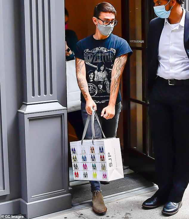 Secure the bag: Siriano walked out of the store with his new purchases as SJP continued on helping customers