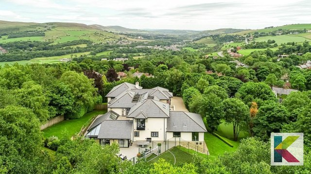 Manchester United legend Paul Scholes has put his luxurious seven-bedroom mansion on sale for £3.85million