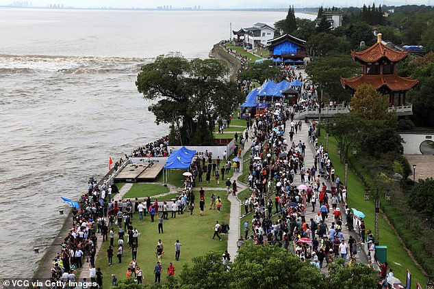 Chinese weather authorities today have warned visitors who are planning to watch the tidal bores, saying they could be the largest ones in the past three years. Visitors gather to watch the Qiantang River tidal bore on the bank of the Qiantang River on September 26, 2018