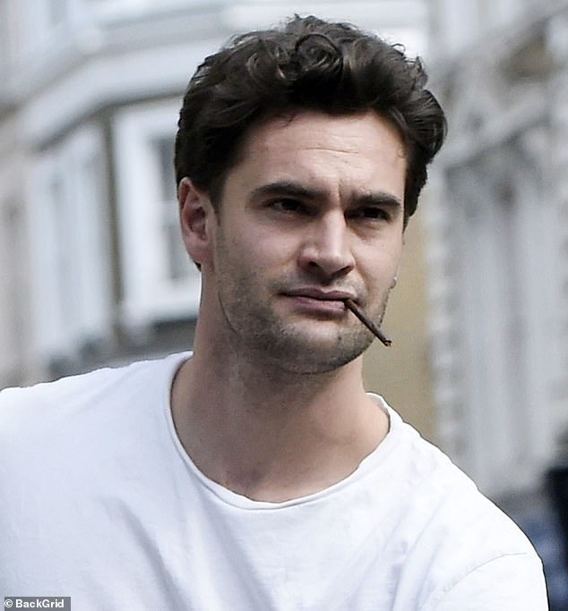 Dapper: Tom appeared to be having a smoke as they walked down the street
