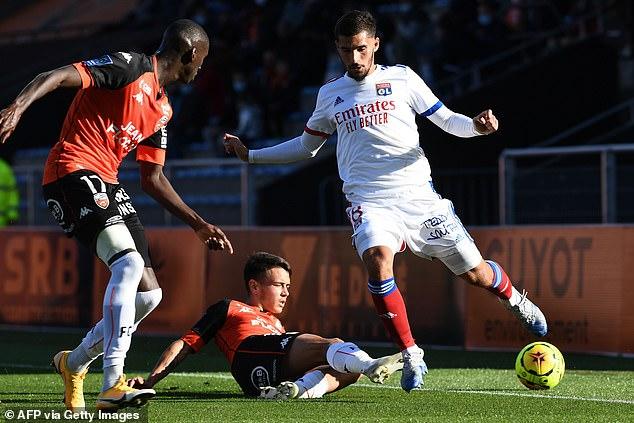 Pierre-Emerick Aubameyang urged Arsenal to strike a deal with Lyonnais Houssem Aouar