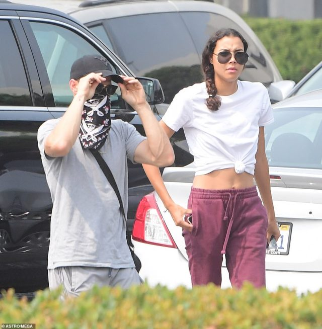 On September 13, Nickayla wore burgundy sweat pants and a white t-shirt, with her long hair in a ponytail, as she and Ryan went shopping