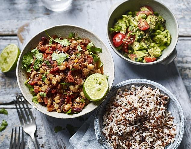 Bean chilli & guacamole with wild rice