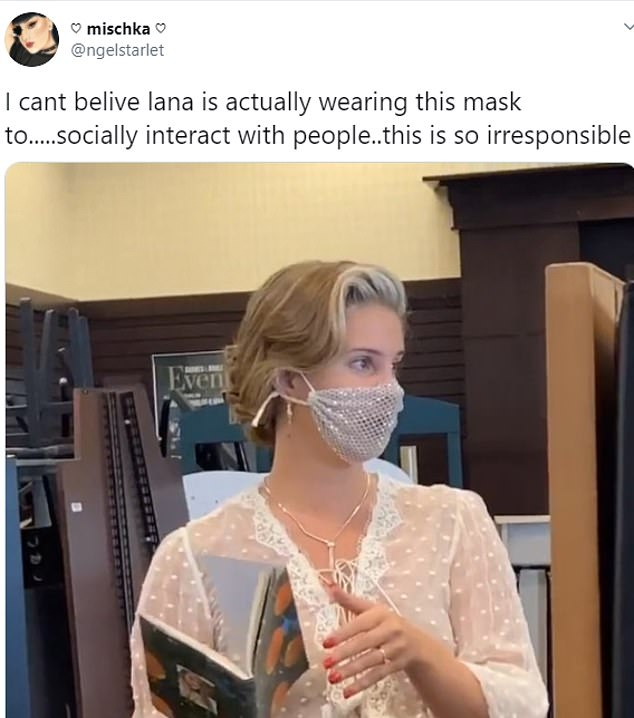 Lana Del Rey Angers Fans As She Wears A Mesh Face Mask For A Meet And Greet 247 News Around The World