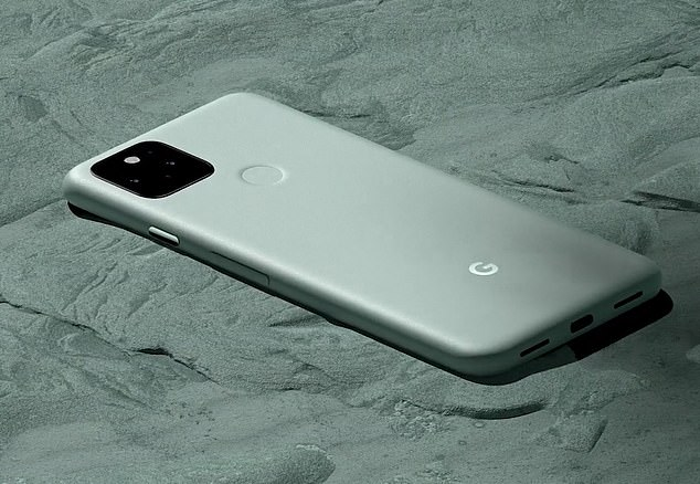 Google presented its Pixel 5 smartphone at the end of September. The latest iteration is 6 inches long and 20 percent larger than the original pixel