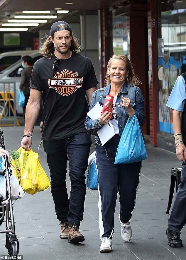 Model mayhem:Elsewhere, David Genat looked every inch the hunk as he carried bags newly-purchased supplies from the grocery storeaccompanied by Shaynna Blaze