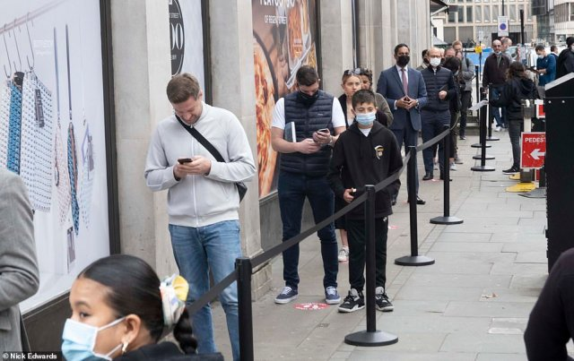 Despite the pandemic, the launch of the new iPhone 12 and iPhone 12 Pro saw queues outside the Apple Store on Regent Street