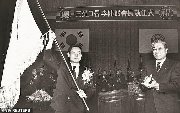 Lee Kun-hee es nombrado presidente de Samsung Group en 1987