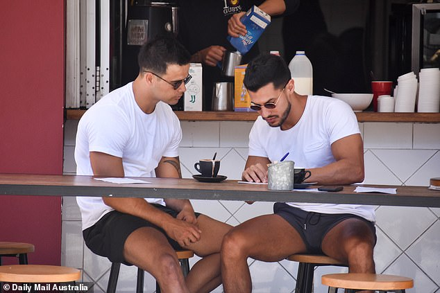 I'll have what he's got! Upon arrival at the popular café, the reality stars saw scrambled eggs, spinach and avocado ordered