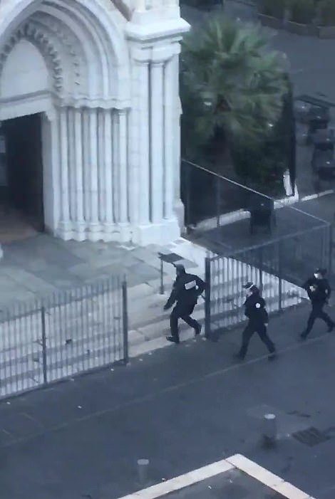Police storm the basilica