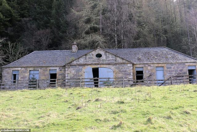 The eerily abandoned Coach House set away from the main building. Satanist Aleister Crowleyis said to have practiced black magic at the property between 1899 and 1933