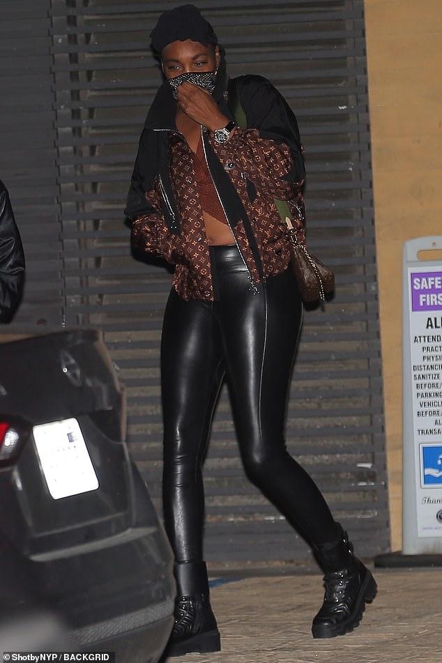 Stroll:Venus Williams cut a chic figure as she headed for dinner at Nobu, Malibu on Saturday evening