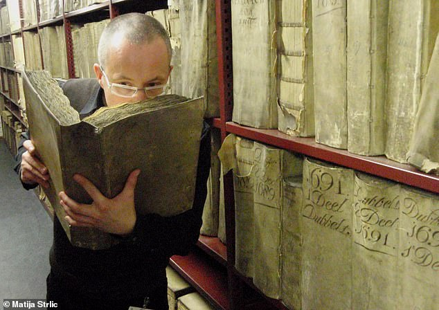 The smell of old books will be one of many odours researchers will study and try to recreate as part of the project