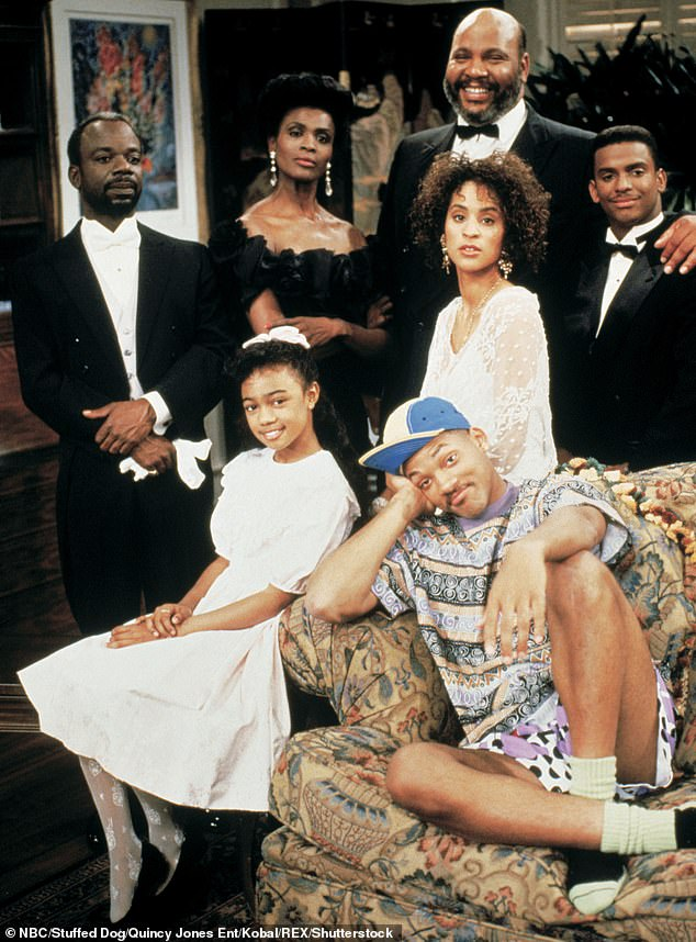 Retroceso: Janet aparece en una imagen publicitaria del programa con (de izquierda a derecha, de arriba a abajo) Joseph Marcell, James Avery, Alfonso Ribeiro, Tatyana Ali y Karyn Parsons.