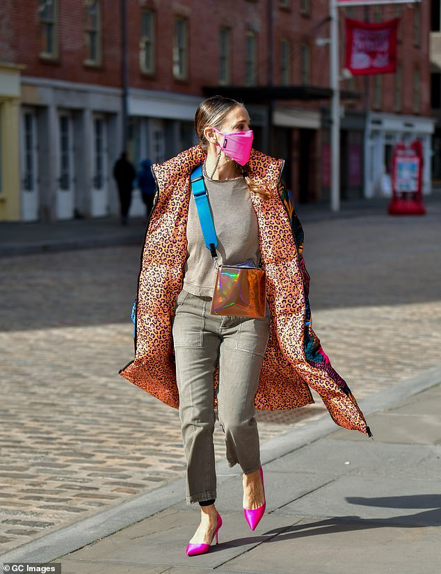 Seen earlier this week:The inner lining of Sarah's coat is orange and pink cheetah print