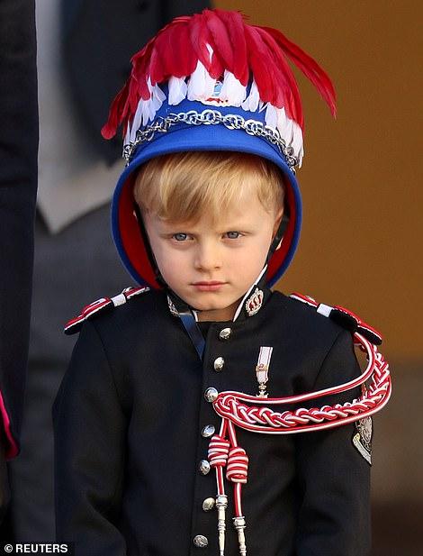 Их сын принц Жак выглядел очаровательно в своей униформе, когда он присоединился к своим родителям и сестре-близнецу на праздновании в четверг.