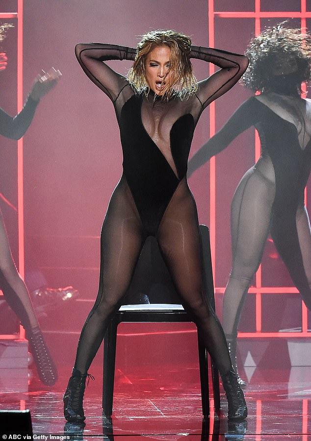 Starpower: Jennifer Lopez cautivó al público con una actuación brillante durante los American Music Awards 2020 el domingo por la noche en Los Ángeles.